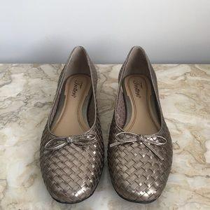 NWOT Trotters Silver Metallic Woven Loafers sz 8.5
